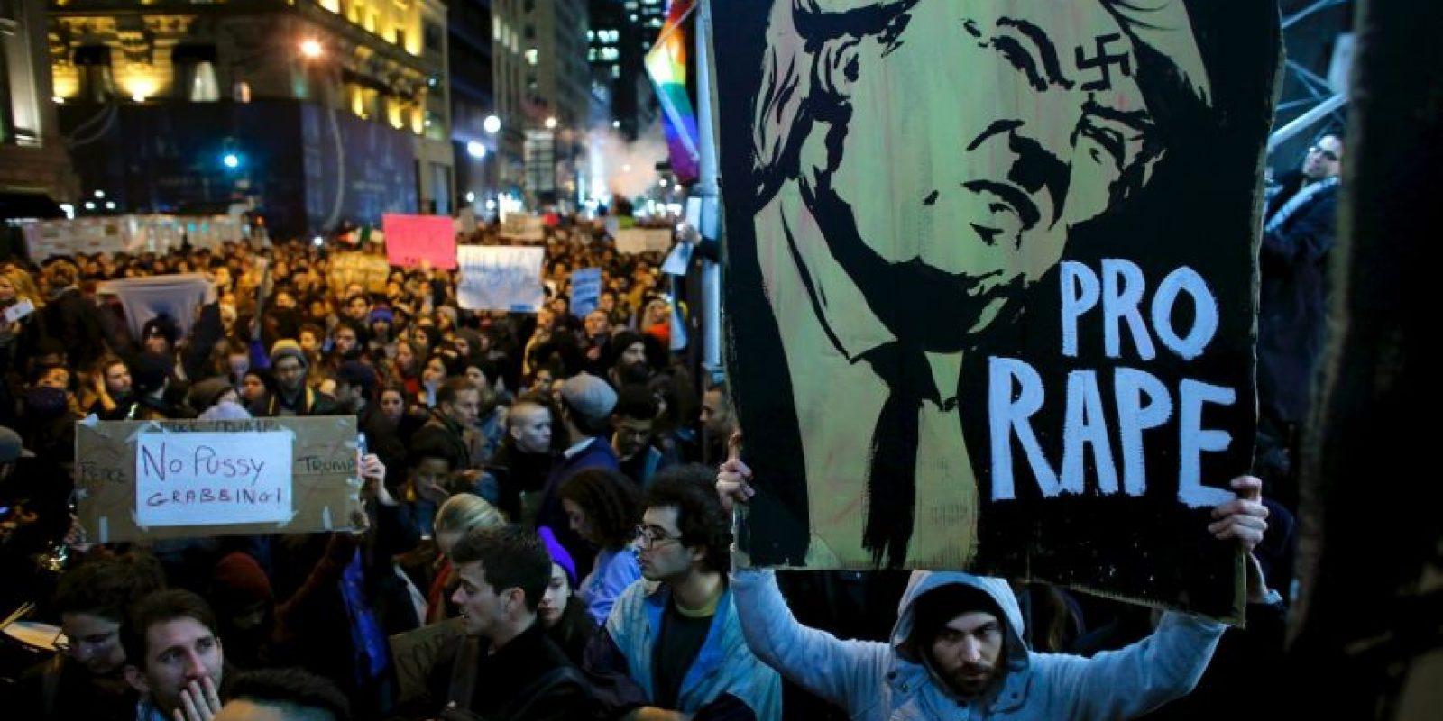 """Todas con el lema """"No es mi presidente"""" Foto:AFP"""