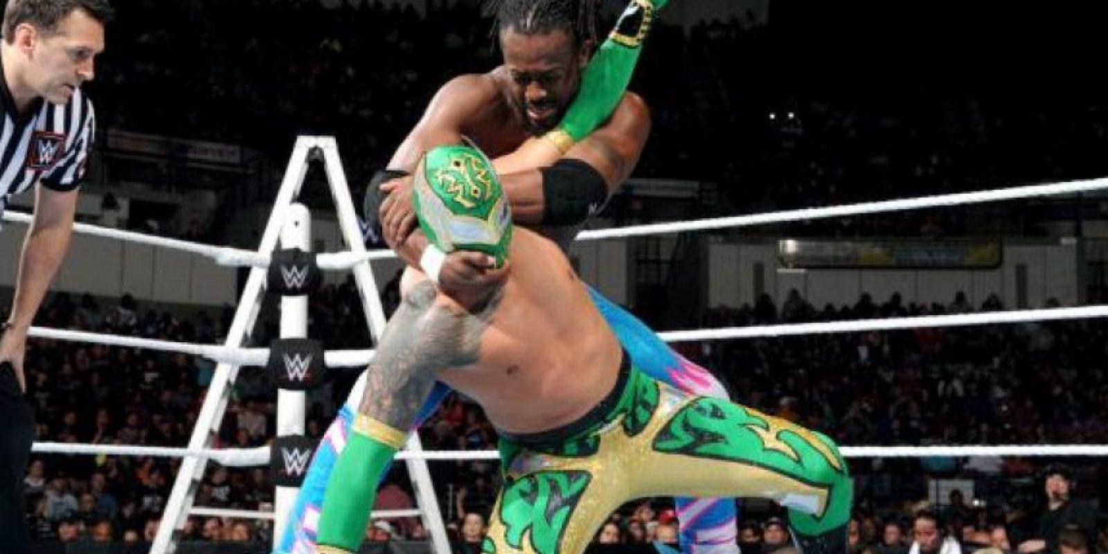 """Luego de que el original Sin Cara fuera despedido, el nuevo Sin Cara no ha despegado en forma individual y tuvo que buscar una pareja en Kalisto, con quien forma la alianza conocida como """"Lucha Dragons"""" Foto:WWE"""