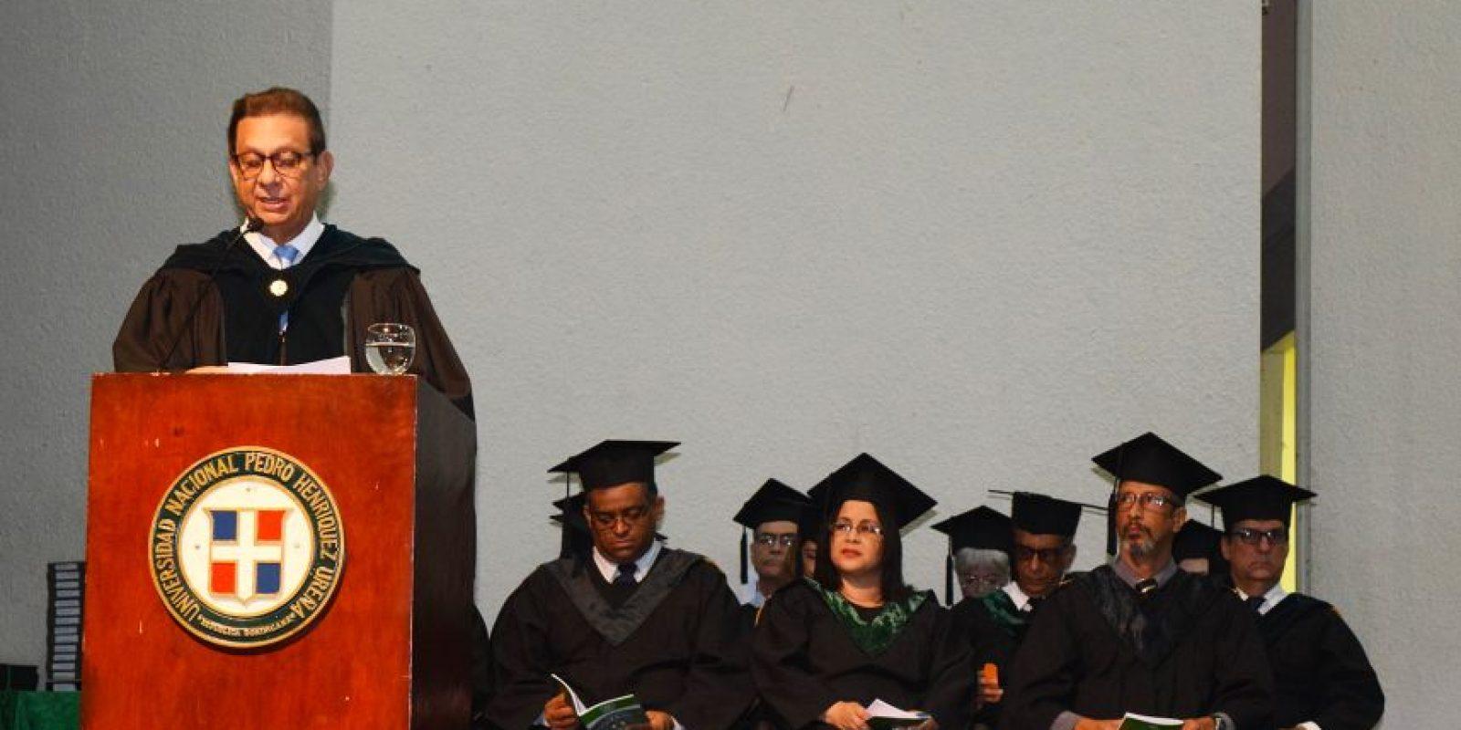 Miguel Fiallo Calderón, Rector de la UNPHU, mientras pronunciaba su discurso. Foto:Fuente Externa
