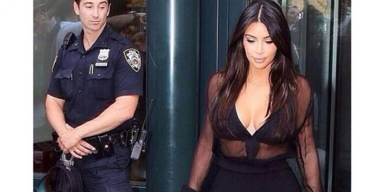 """En agosto de 2014, un guardia privado y un oficial fueron captados """"mirando de más"""" a la esposa de Kanye West. Ella los exhibió en redes sociales con el mensaje """"¿Qué está viendo?"""" Foto:Facebook.com/KimKardashian"""