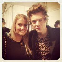 También tiene fotos con celebridades, como Harry Styles, de One Direction. Foto: Instagram.com/Kitty.Spencer