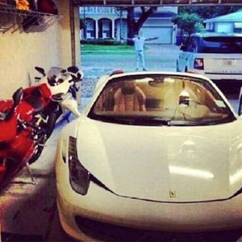 Y de sus vehículos Foto:Instagram.com – Archivo