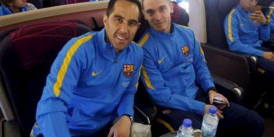 El arquero chileno, Claudio Bravo, acompañado del español Munir El Haddadi. Foto:FC Barcelona