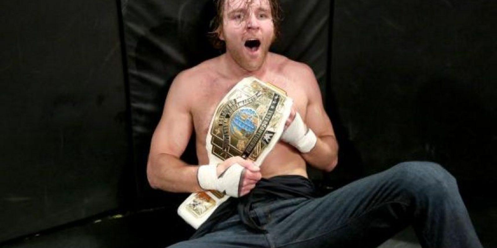 """El """"Lunático"""" celebró en grande la obtención del Campeonato Intercontinental Foto:WWE"""