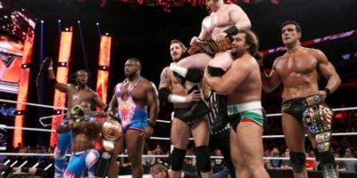 """En su primera lucha fueron apoyados por """"The New Day"""" (izquierda) Foto:WWE"""