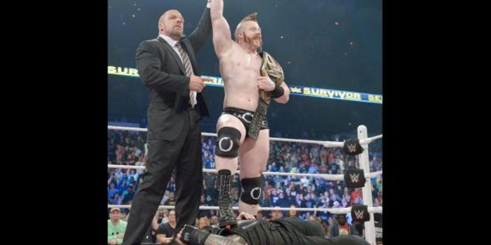 """Pero fue sorprendido por Sheamus, quien cobró el """"Dinero en el Banco"""" que le aseguraba una lucha titular Foto:WWE"""