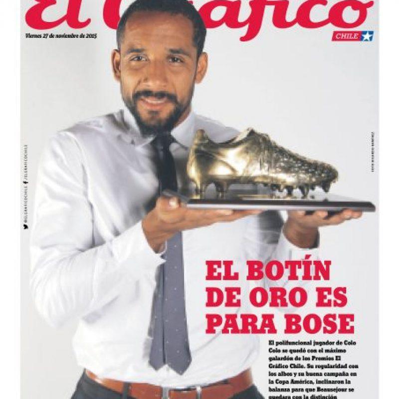 Con el Botín de Oro, que la Revista El Gráfico le entrega al mejor futbolista de la liga chilena. Foto:Metro