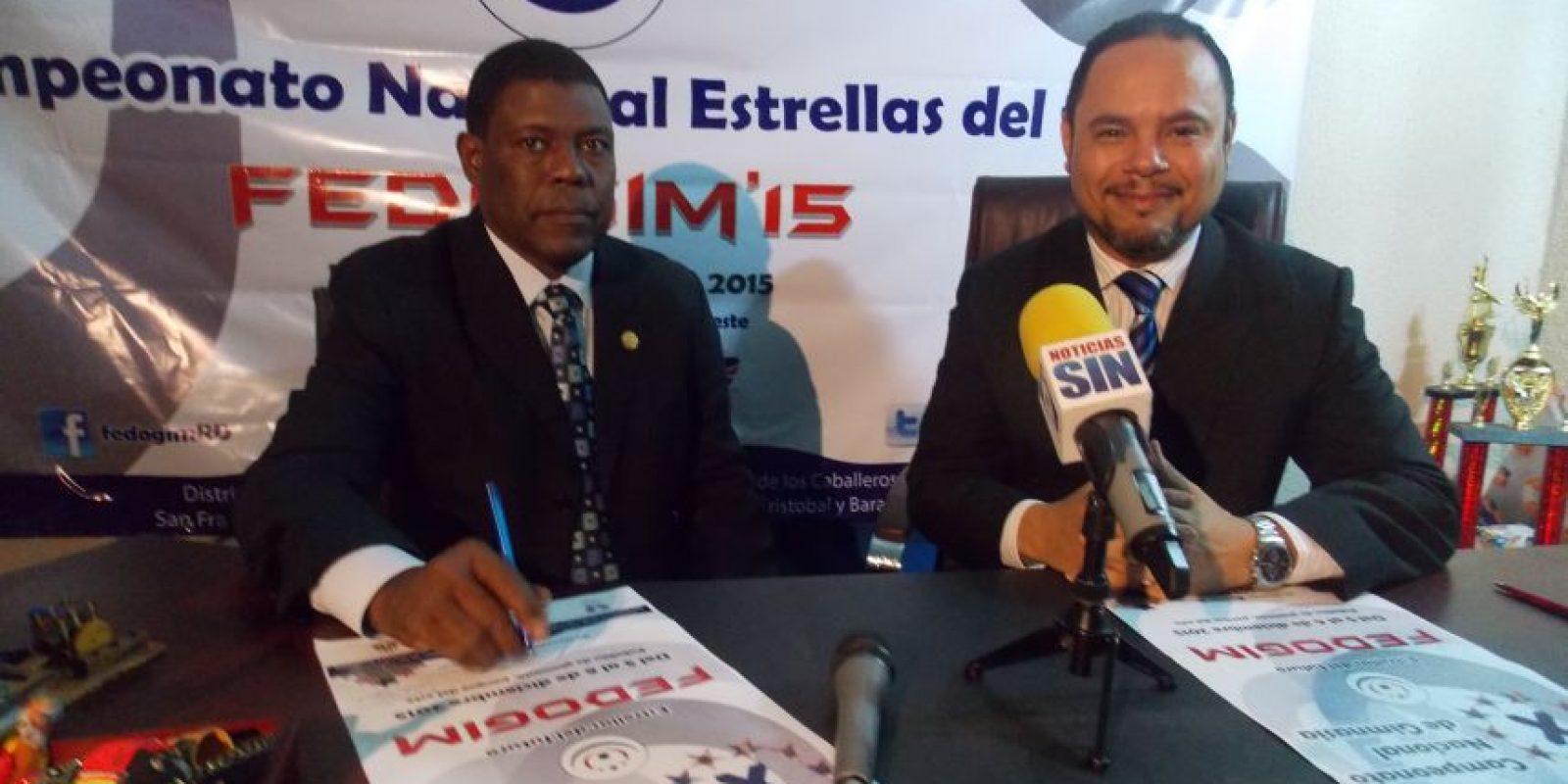 El profesor Fernando Whyte y el ingeniero Edwin Rodríguez, secretario general y presidente de la Fedogim, respectivamente, al ofrecer las informaciones sobre el torneo. Foto:Fuente Externa