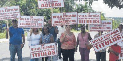 Residentes de Villa España denuncian estafa con títulos