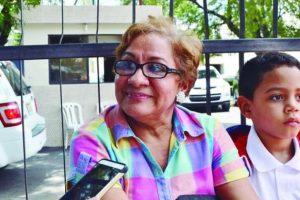 """Difiere. """"No coincido con eso; el padre responsable no delega la educación de sus hijos solo en los profesores. Claro que no"""". Ángela Calderón, madre."""