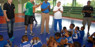 Domingo Rosario aconseja sobre posesión de balón. Foto:Fuente Externa