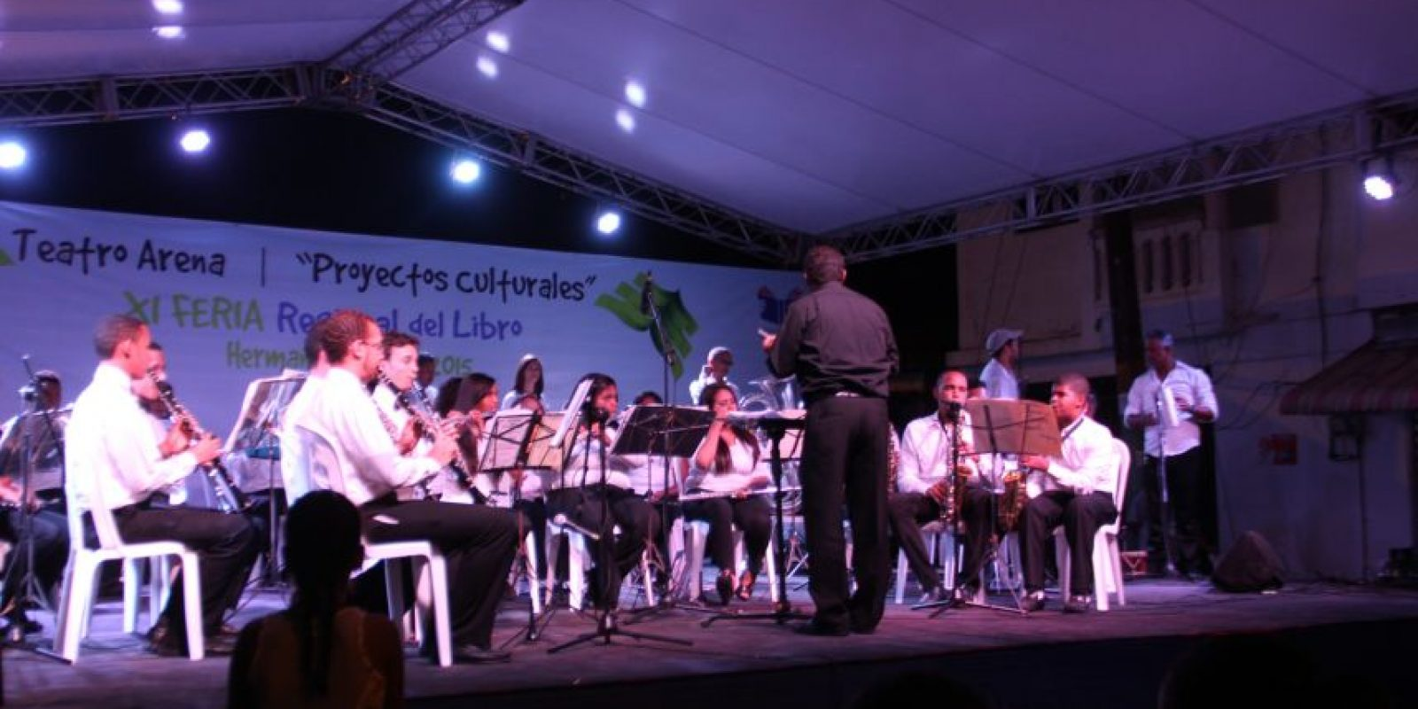 Un momento de la espectacular actuación de la Banda Juvenil de Escuelas Libres de Monte de la Jagua, en el marco de la XI Feria Regional del Libro Tenares 2015. Foto:Fuente Externa