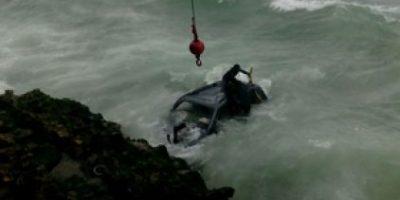 Un hombre muere y tres resultan heridos al caer jeepeta al mar Caribe