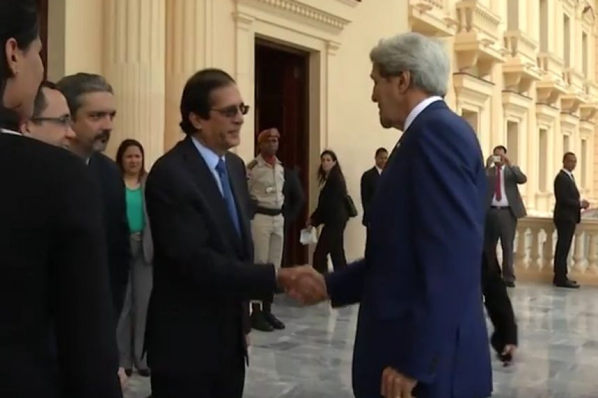 La llegada de John Kerry al Palacio