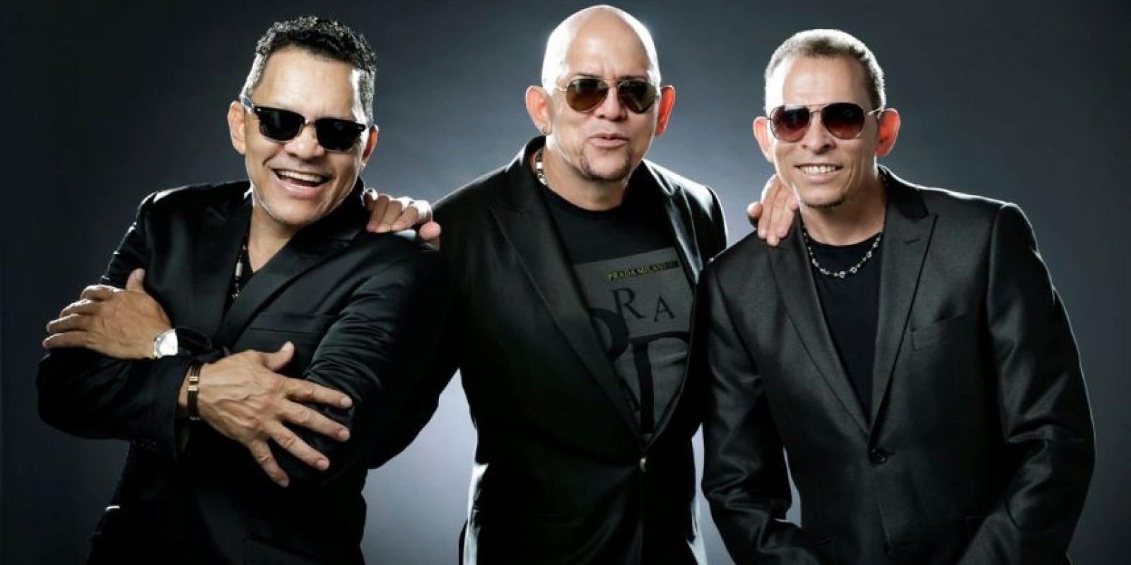 """Los Hermanos Rosario: Si hay un merengue que debe ser premiado es, sin duda alguna, """"Nuevecita de caja"""". Los Rosarios han enamorado a muchas mujeres."""