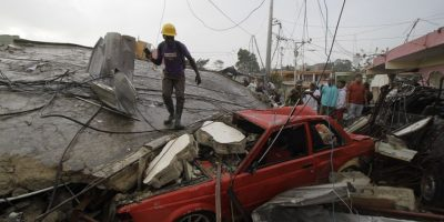 Autoridades de rescate solicitaron silencio más de una vez para determinar si había o no personas bajos los escombros. Foto:Roberto Guzmán