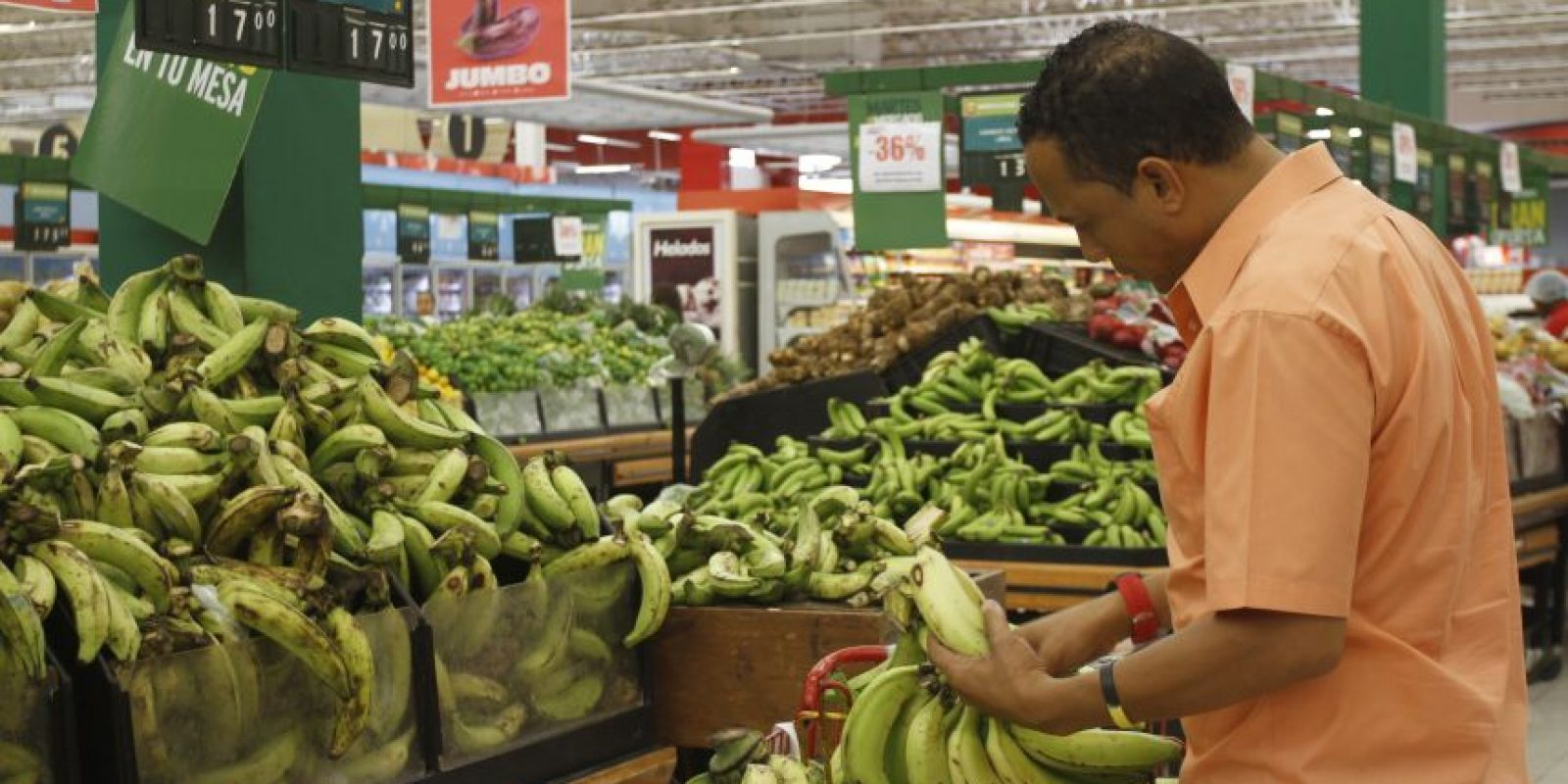 El plátano es un producto de primera necesidad de la población dominicana. Foto:Roberto Guzmán