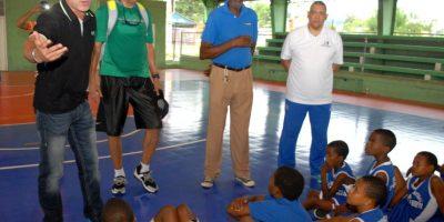 Cabrera y Sibilio imparten prácticas de baloncesto en la fundación Impacta Kid