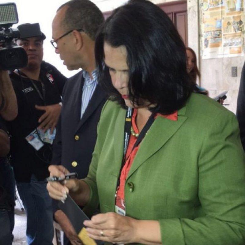 Minou Távarez ejerciendo su derecho al voto Foto:Fuente Externa