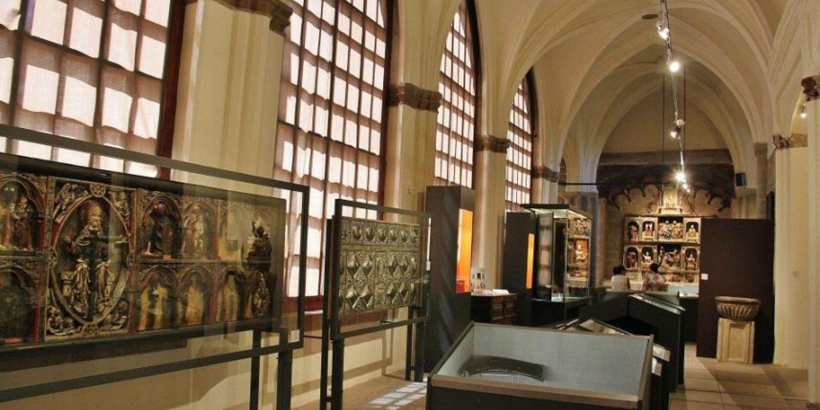 Museo de la Catedral. Está ubicado en la calle Isabela La Católica, justo al lado del antiguo Palacio de Borguella en el edifico de la Real Cárcel. Fue inaugurado con motivo de los 500 años de la Catedral, un espacio donde exhiben pinturas, candelabros, crucifijos y otros objetos relativos a la historia de la Catedral Primada de América.