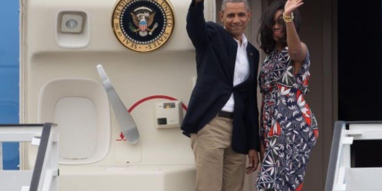 Obama y su esposa a la salida en el aeropuerto José Martí en La Habana Foto:Fuente Extera