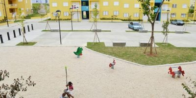 """El parque que rodea los apartamentos del bloque """"B"""". Foto:Mario de Peña"""