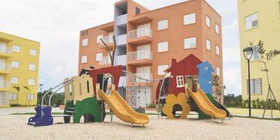 Los apartamentos tienen tres habitaciones, con sala comedor y cocina y otros espacios. Foto:Mario de Peña