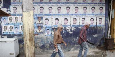 Las vallas y afiches publicitarios siguen contaminando los espacios públicos pese a las órdenes de retirarlos Foto:Roberto Guzmán