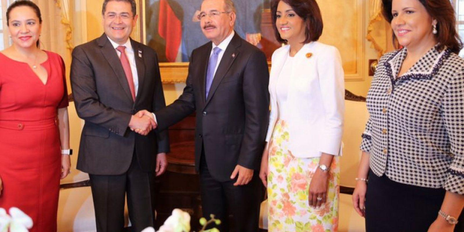 Pareja presidencial de Honduras, junto a la de Dominicana y la vicepresidenta de RD, Margarita Cedeño Foto:Presidencia RD