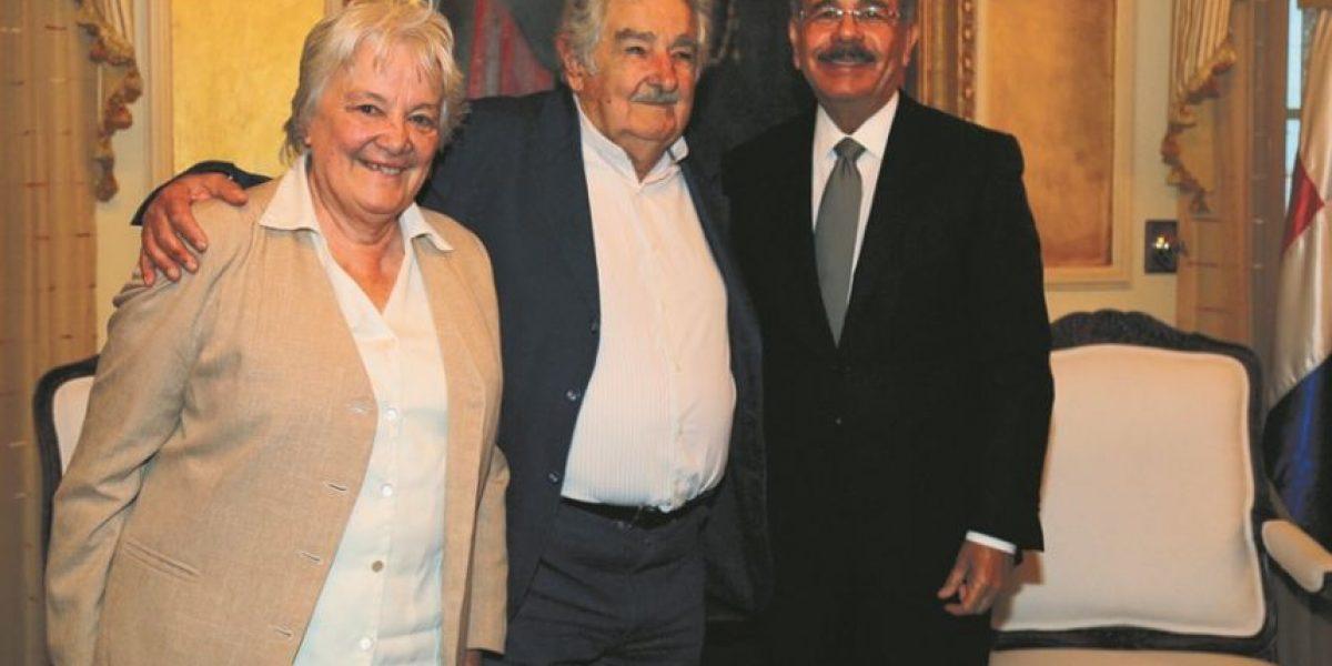 Pepe Mujica recibe doctorado honoris causa en la UASD, se reúne con Danilo y luego con jóvenes