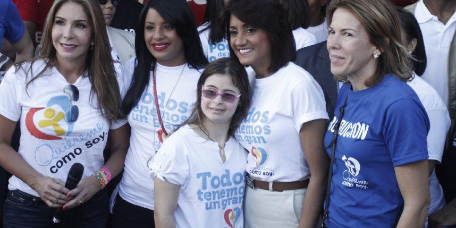 La primera dama junto algunas presentadoras de televisión Foto:Roberto Guzmán