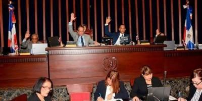 Senado otorga poderes especiales a Medina para atender provincias en emergencia