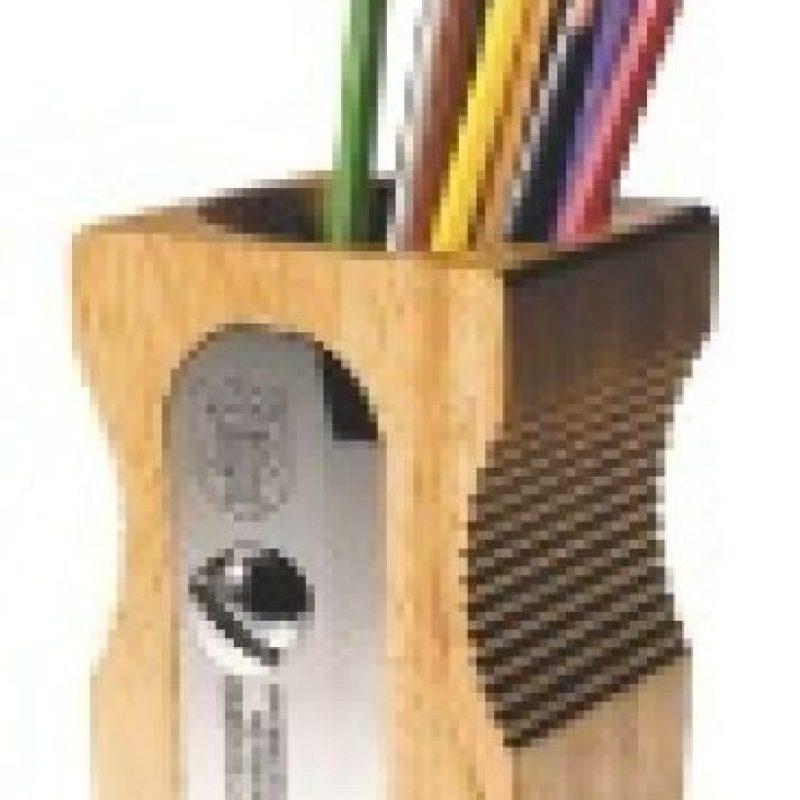 Lapiceros. Otro gran regalo es un set de lapiceros. Es útil y muy lindo y ayudará a adornar su escritorio. Incluso puedes hacerlos personalizados y grabar su nombre en ellas. Es una gran opción para sorprenderla en su día y además, va a pensar en ti cuando los use. Foto:Fuente externa