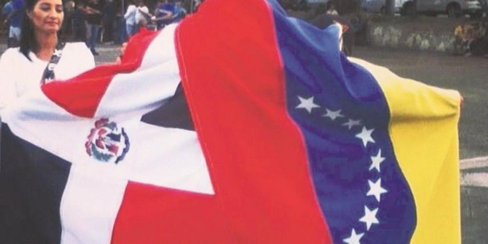 Venezolanos en RD comparten en un grupo de Facebook y esta es su foto de perfil. Foto:www.facebook.com/UnidosSomosmasVzlaRD