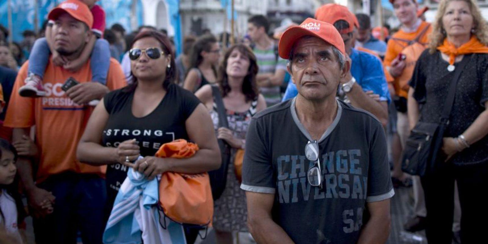 Seguidores de Daniel Scioli el conteo de la Dirección Nacional Electoral Foto:AP