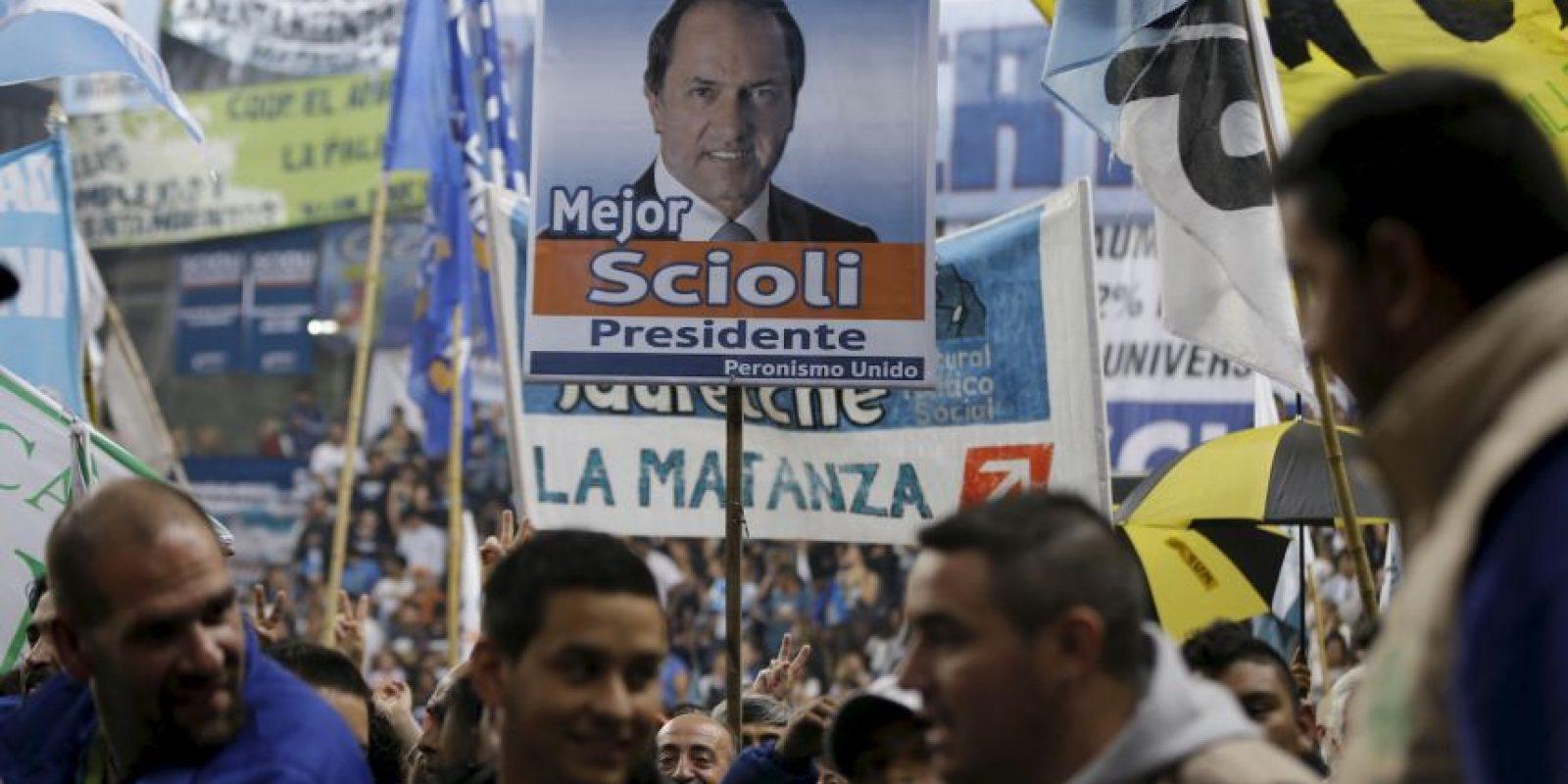 La primera vuelta electoral se celebró el pasado 25 de octubre, y tuvo resultados muy reñidos Foto:AP