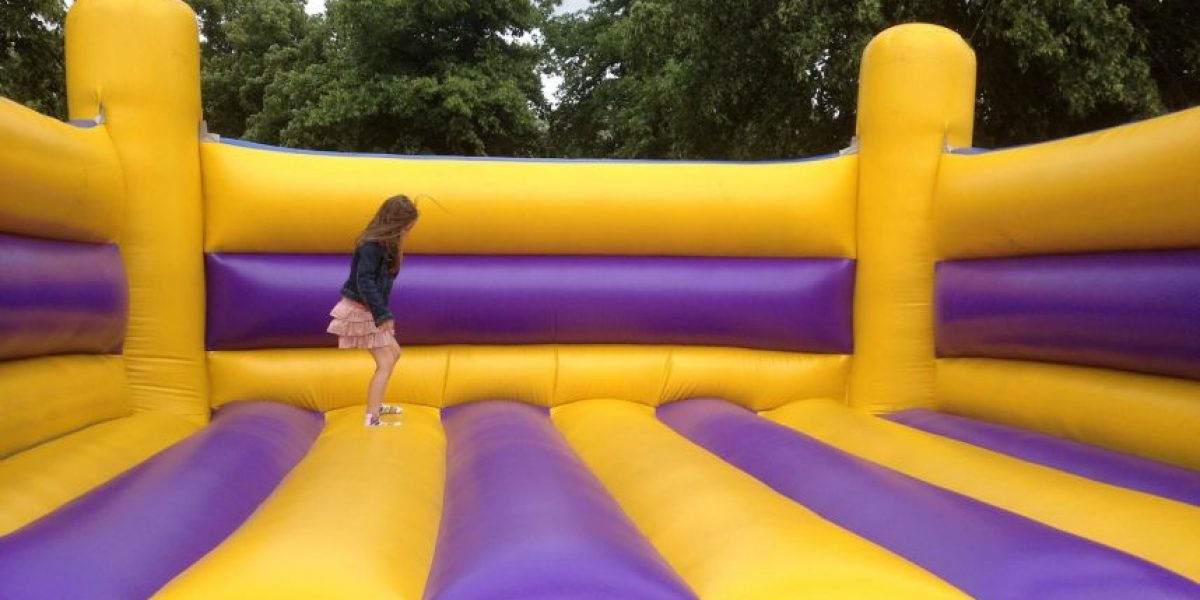 Un niño de 3 años murió jugando en un sitio de inflables
