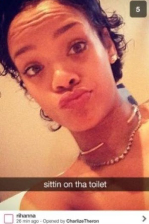 """1- Rihanna: la cantante ya fue expulsada de Instagram por sus """"ardientes"""" publicaciones… ¿imaginan todo lo que tiene preparado para Snapchat? Foto:Vía celebsnapchats.com"""