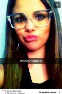 Selena Gómez: la cantante comparte divertidos selfies en esta red social. Foto:Vía celebsnapchats.com