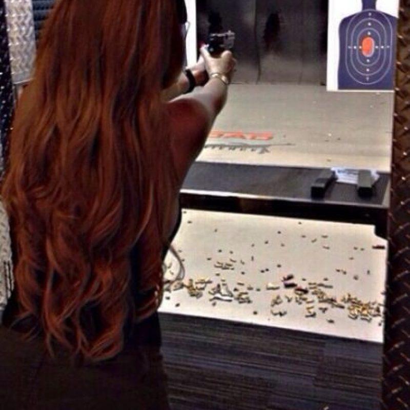 En su cuenta de Instagram ha documentado sus sesiones de tiro con pistola. Foto:vía instagram.com/missale_xo
