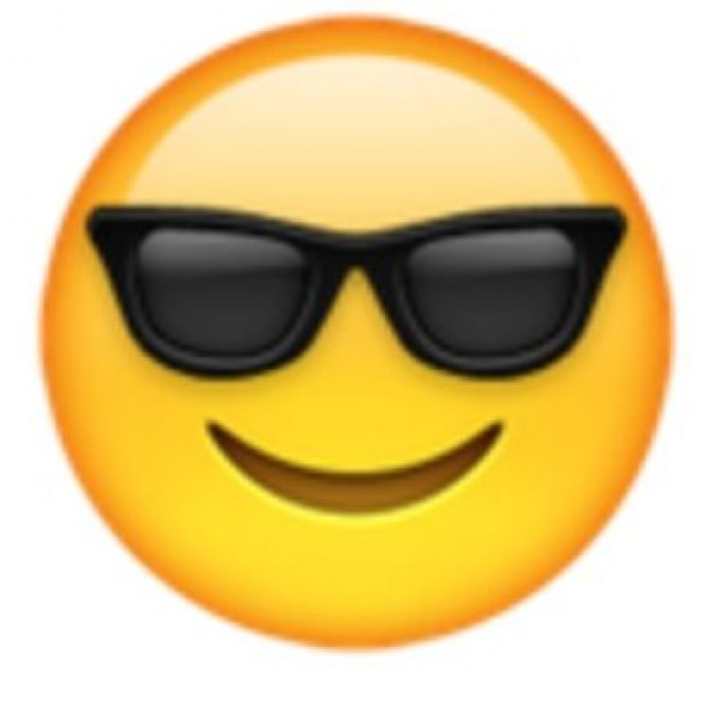 Rostro con lentes oscuros. Foto:vía emojipedia.org