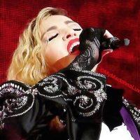 """Durante su visita a Europa, la """"reina del pop"""" tuvo a dos invitados muy especiales en uno de sus conciertos. Foto:Instagram/Madonna"""