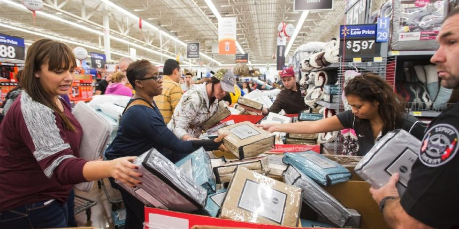 Los productos más vendidos son los electrónidos Foto:AP