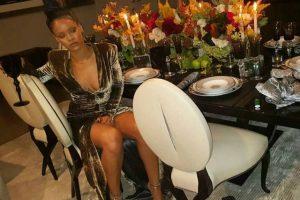Melissa Forde, amiga de Rihanna ha sido la encargada de mostrarnos cómo celebró la barbadense este día tan especial y su revelador vestido. Foto:Instagram/mdollas11
