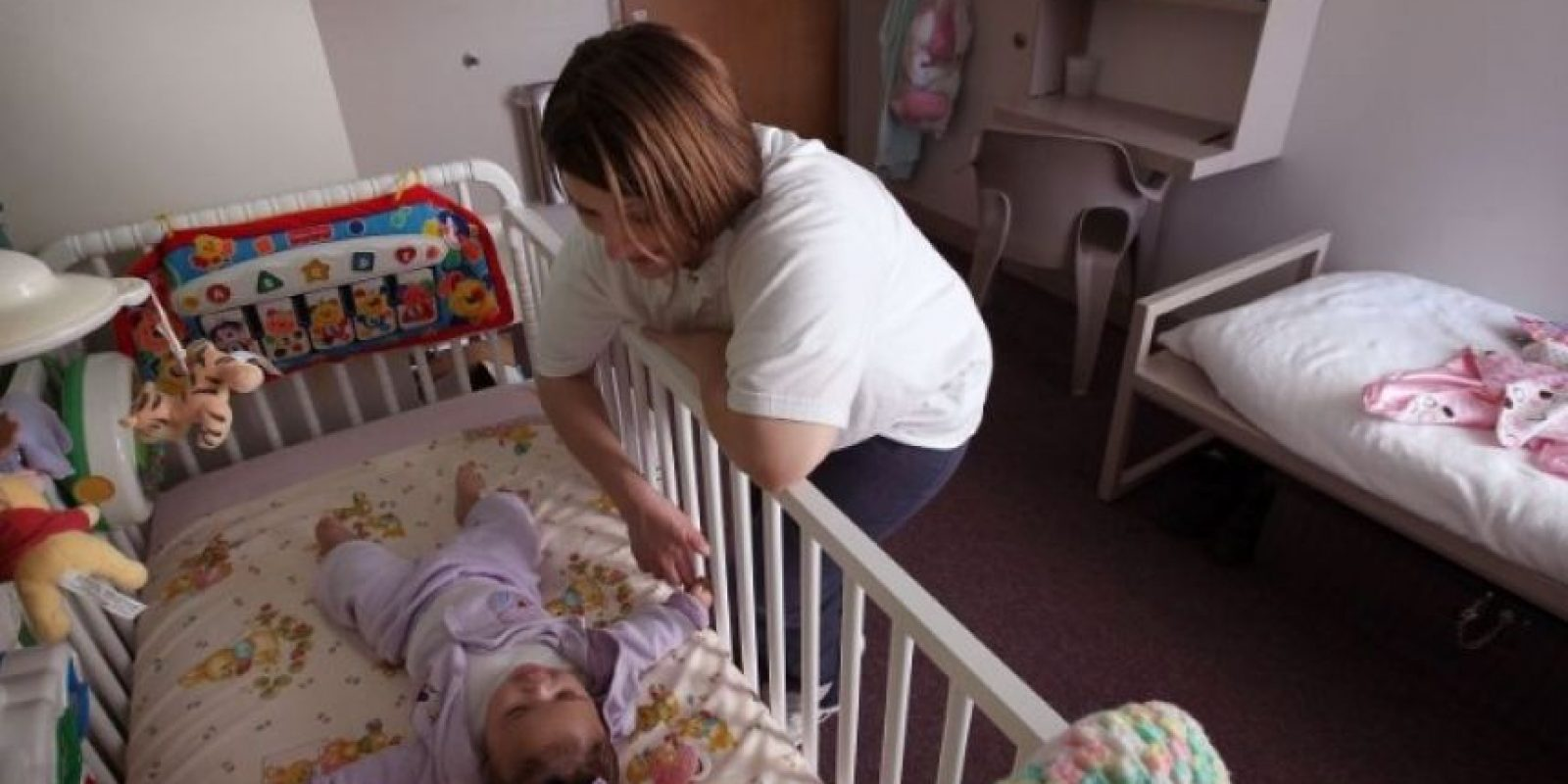 La bala de una ametralladora atravesó el vientre de la mujer y alcanzó a lastimar la cabeza del bebé que esperaba. Foto:Getty Images