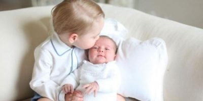 La princesa Charlotte y su hermano, el príncipe George Foto:Twitter/KensingtonRoyal