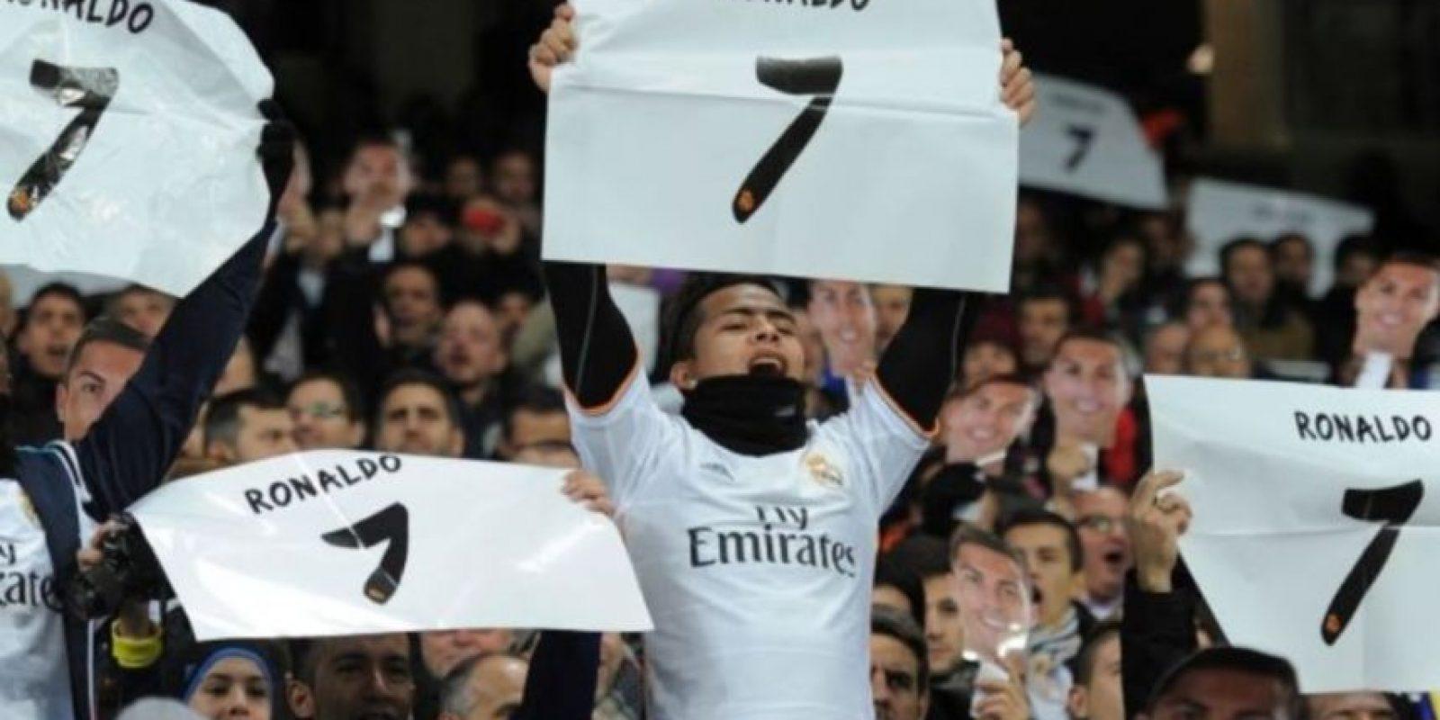 En 2013, el portugués tuvo un significativo gesto con una aficionado, a quien le regaló su camiseta tras un partido. La chica no pudo más que llorar de la emoción. Foto:Getty Images