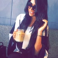 Mientras algunos elogian su piel morena y su larga cabellera… Foto:vía instagram.com/yasmin.jaz