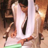 Y a su esposa aceptando su compromiso. Foto:vía instagram.com/yasmin.jaz