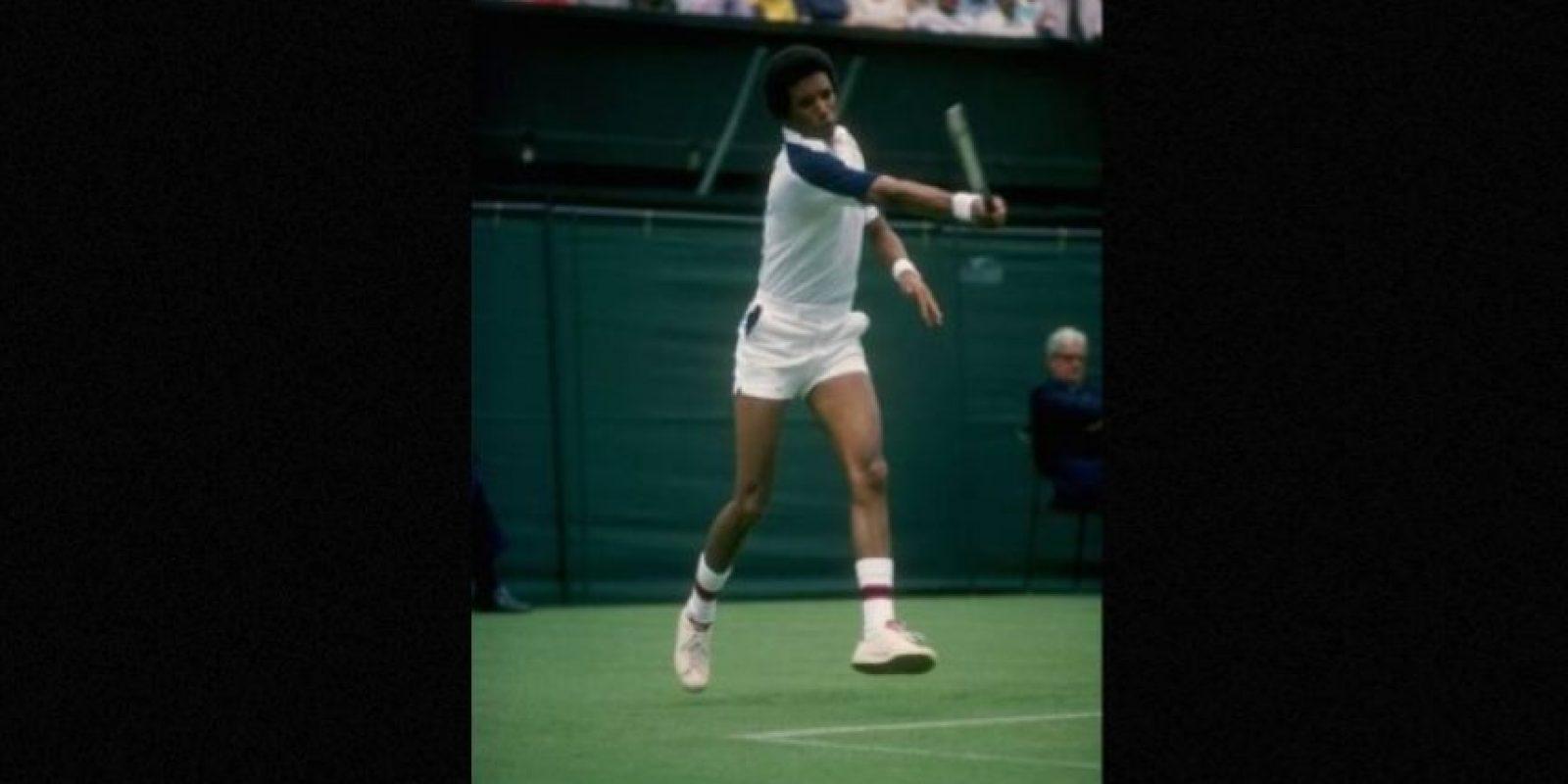 En 1992, el tenista Arthur Ashe admitió haber contraído este virus tras una operación a corazón abierto. Foto:IMDb
